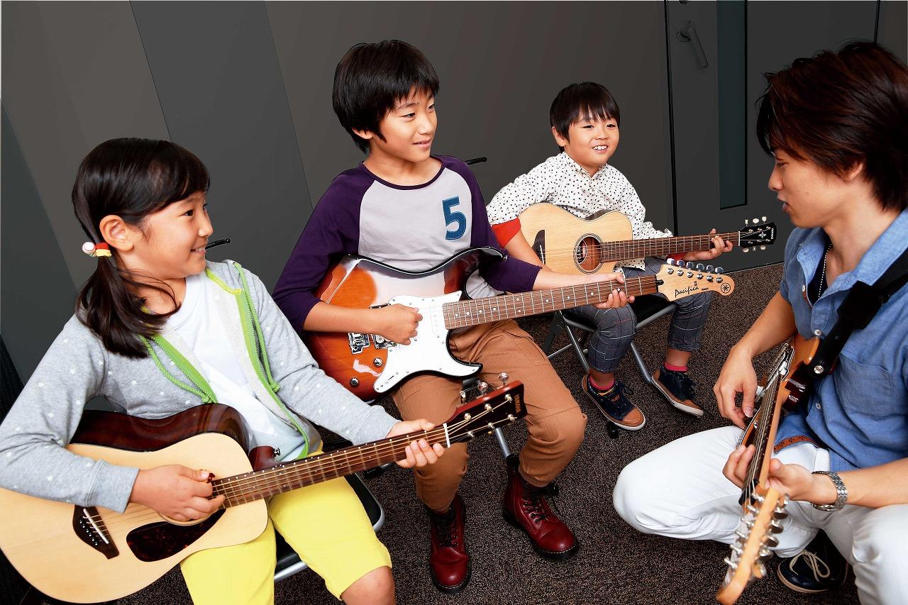 写真:小学生のためのジュニアスクール『ギターコース』