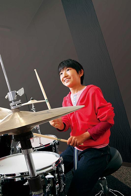 写真:小学生のためのジュニアスクール『ドラムコース』